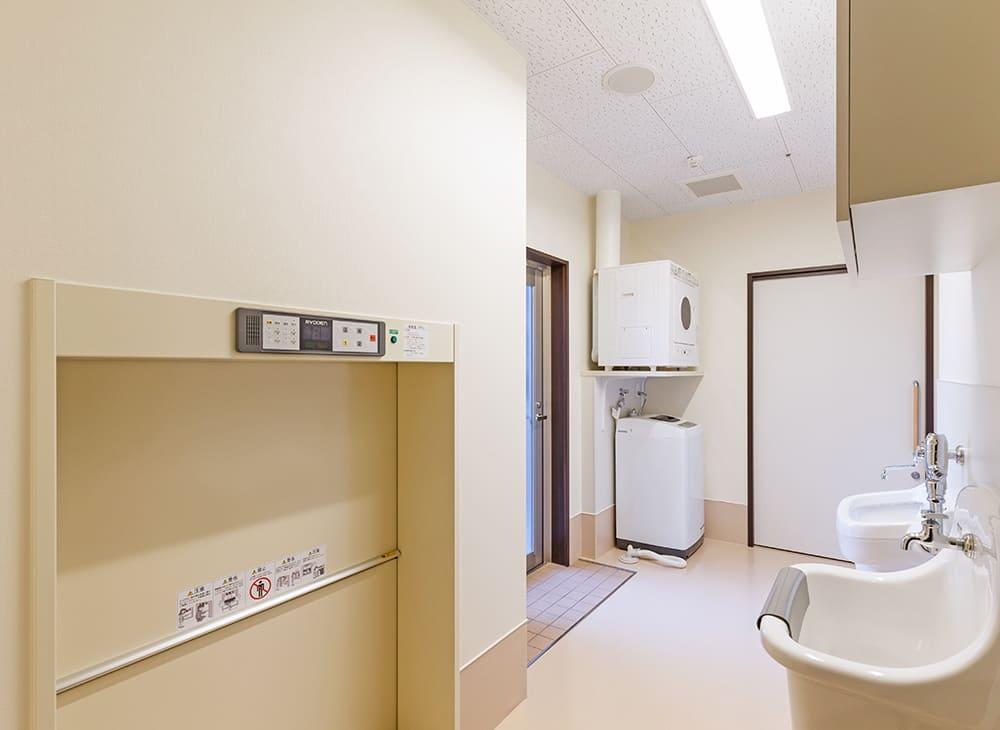 特別養護老人ホーム イル・ヴィラージュ 1階 汚物室(王子建設施工)