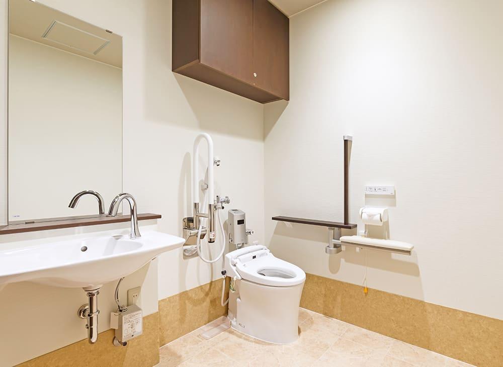 特別養護老人ホーム イル・ヴィラージュ 1階 多目的トイレ(王子建設施工)