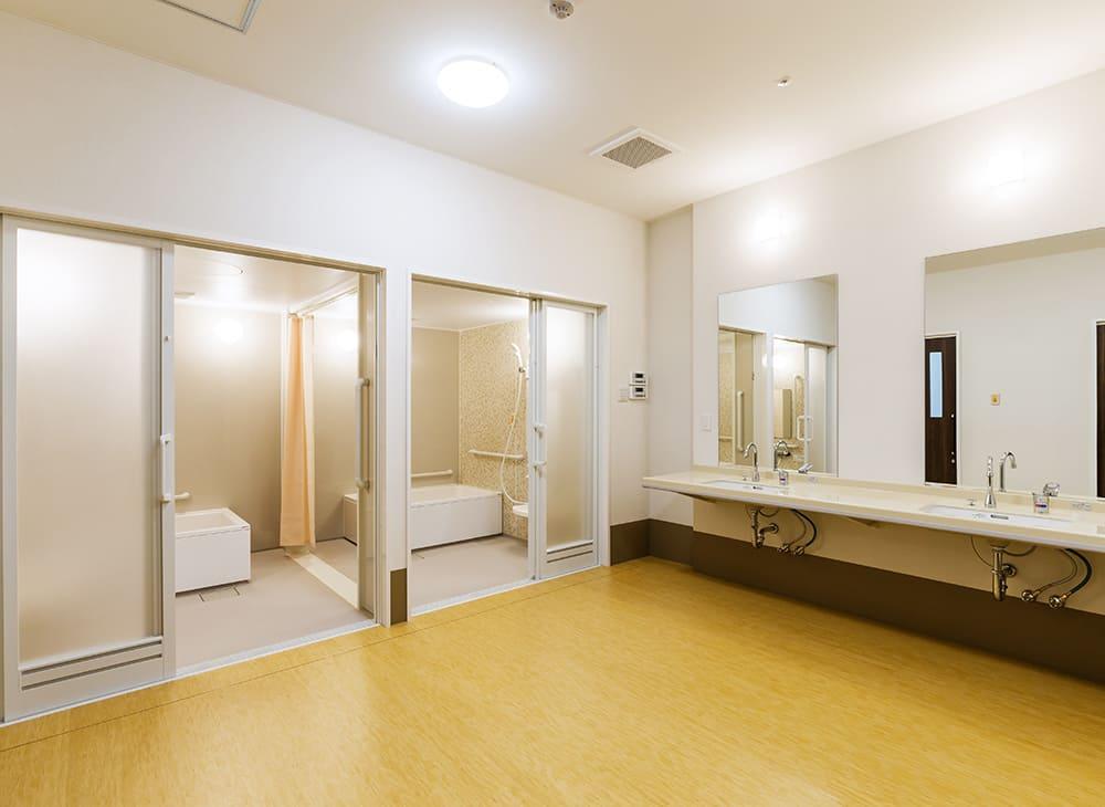 有料老人ホーム「縁」「恵」2階 脱衣室及び個浴(王子建設施工)