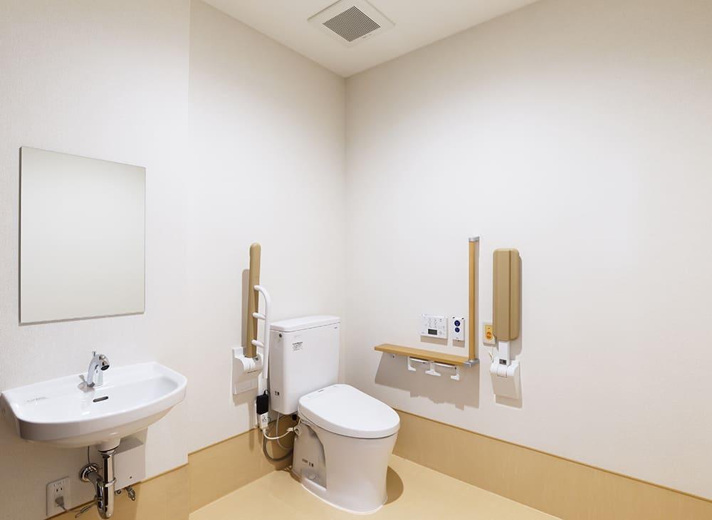 有料老人ホーム「縁」「恵」1階 居室用便所(王子建設施工)