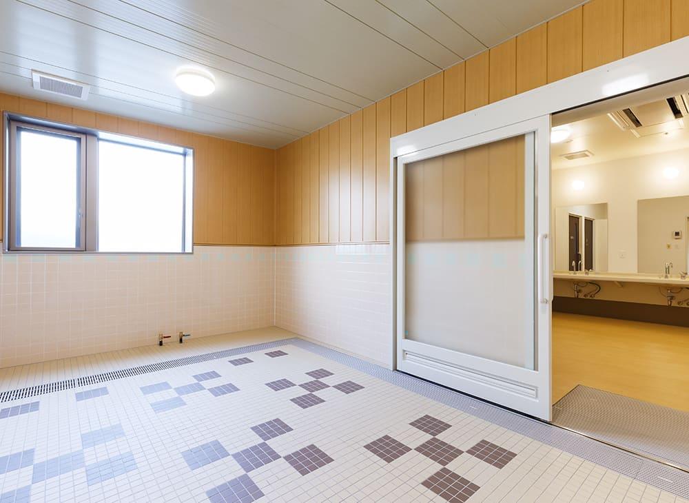 有料老人ホーム「縁」「恵」1階 特殊浴室(王子建設施工)