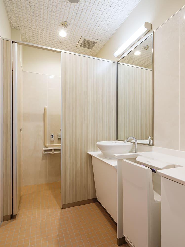 王子建設 法人施設施工事例 女子トイレ