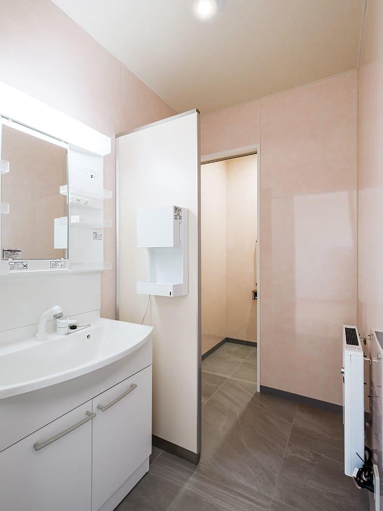 王子建設 法人施設施工事例 トイレ1